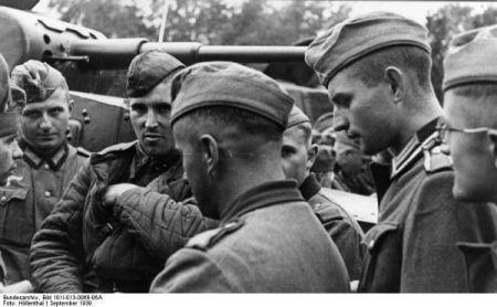 Sovieticii se saluta cu nazistii-1