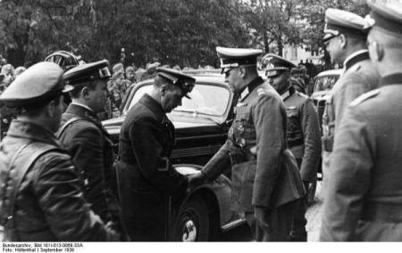 Sovieticii se saluta cu nazistii-6